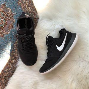 nike black and white sneakers custom nikeid